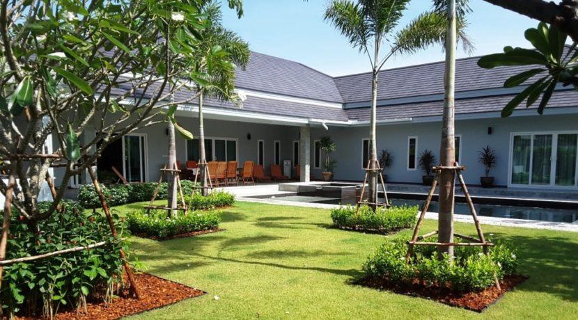 01 Palm Villas luxury pool villa 1
