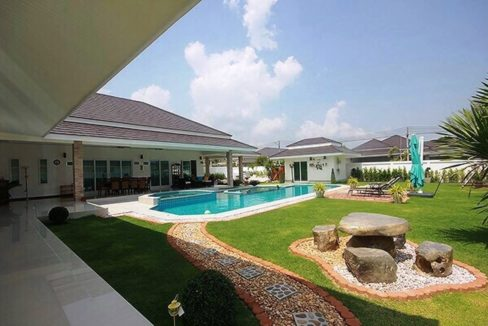 02 Beautifully landscaped gardens