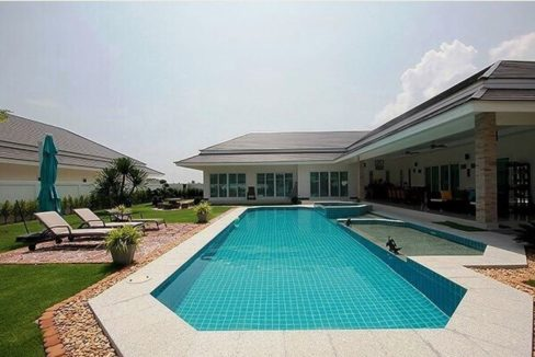 03 4x14 meter pool with wetdeckjacuzzi