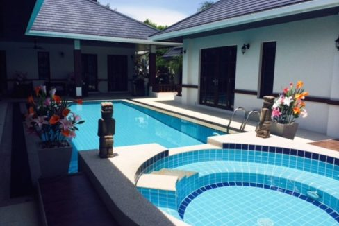 03 Large jacuzzi, Guest house next to pool
