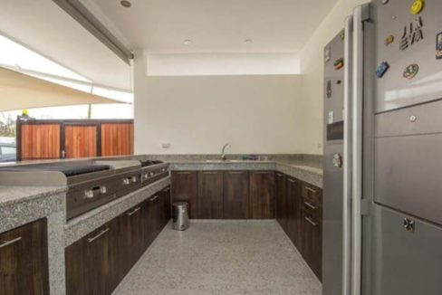 07 Fully fitted BBQ kitchen
