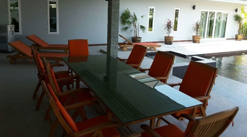 08 Covered furnished patio 1