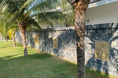 09 Decorative garden wall