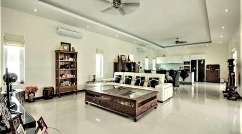 10 Spacious living dining lounge 2