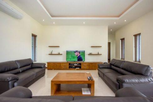 12 Spacious living dining lounge