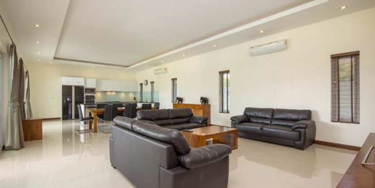 21 Spacious living-dining lounge