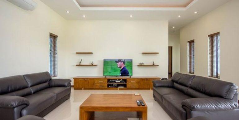 22 Spacious living-dining lounge