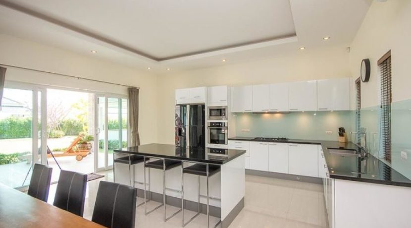 25 Fully fitted European style kitchen 1