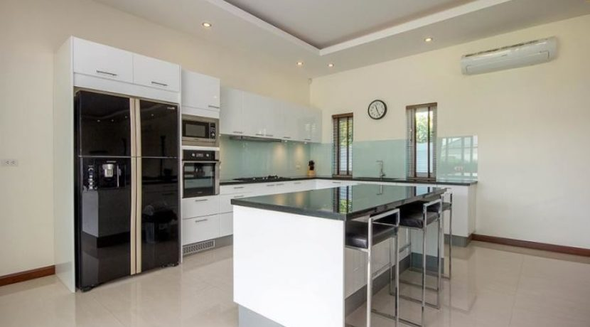 26 Fully fitted European style kitchen 1