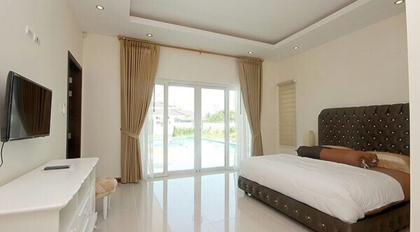 30 Spacious master bedroom 2