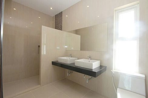 51 Ensuite bathrooms 45