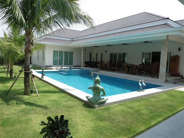 New Luxury Pool Villa in Hua Hin near Palm Hills Golf
