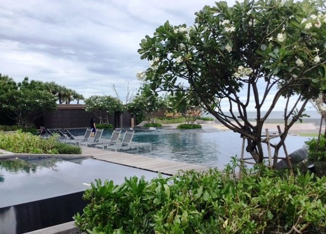 05 Beach pool