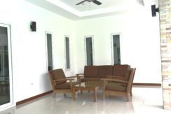 06 Fully furnished covered patio