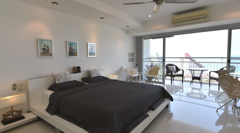 10 Spacious 45 sqm. studio apartment