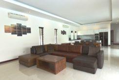 10 Spacious livivn-dining lounge