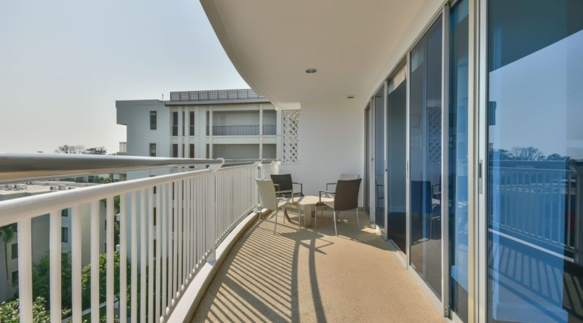 14 Extra large balcony with great seaview