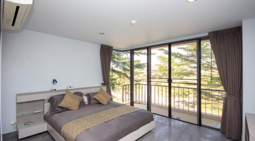31 Bedroom access to balcony