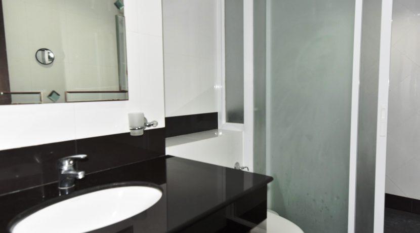 35 Ensuite bathroom