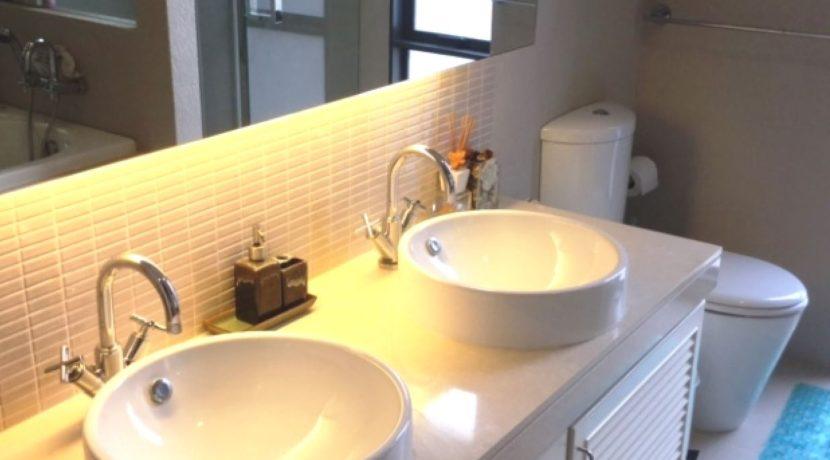 35 Ensuite master bathroom 4