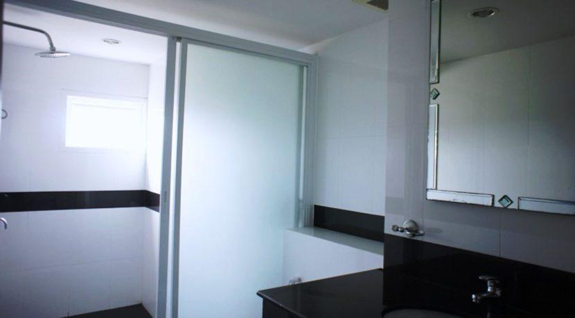 36 Ensuite bathroom