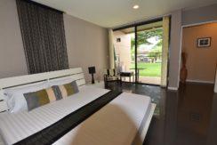 40 Bedroom exits to terrace