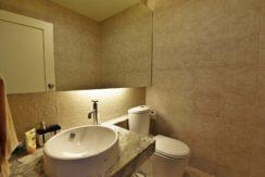 60 Guest washroom