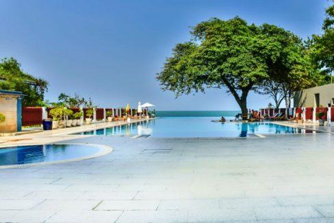 90 Beachfront swimming pool