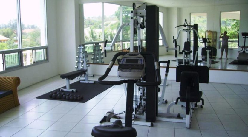 91 Well-equipped fitness room