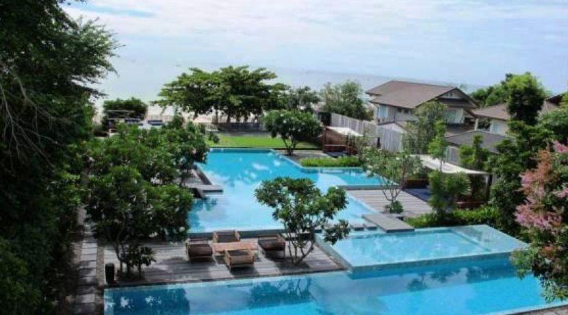 02 Beachfront pool view