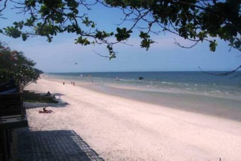 03 Beach access from condominium