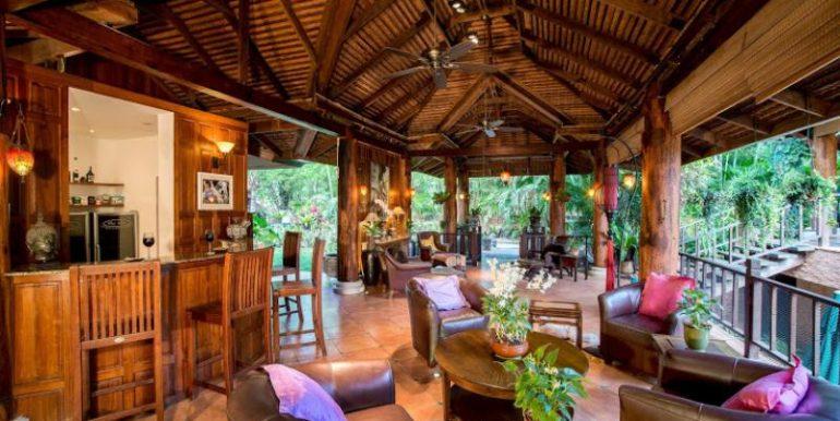 Huge fully furnished Sala with bar