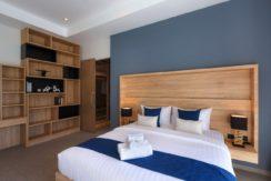 30 Spacious master bedroom