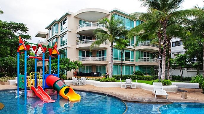 91 Kids pool area