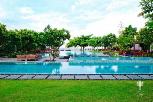 92 Beachfront swimming pool