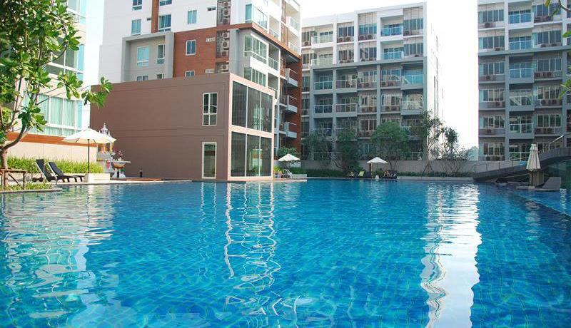 01 Huge Pool 60x30 meter