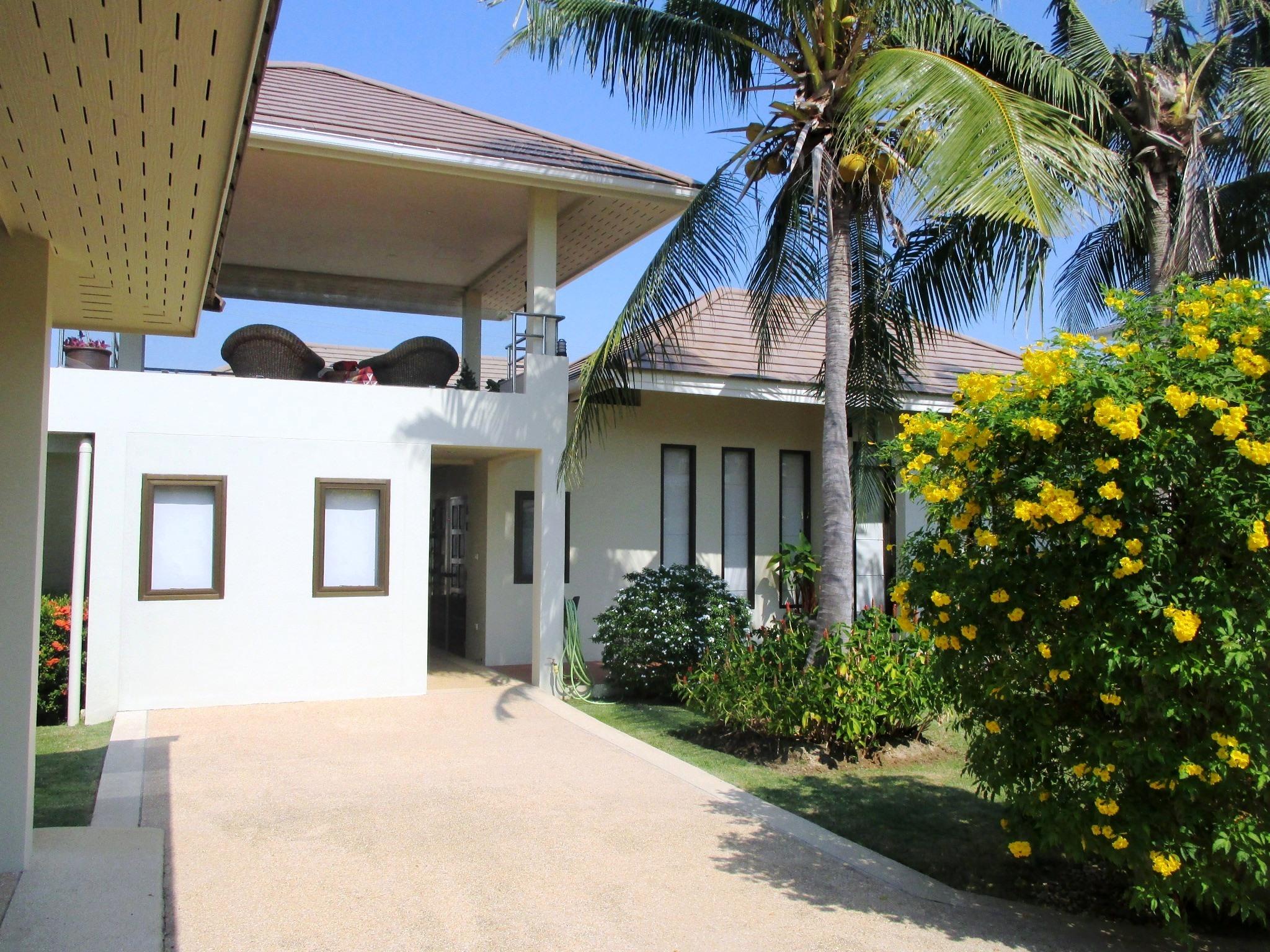 Sea Breeze Villa in Hua Hin near City, Beach & Golf