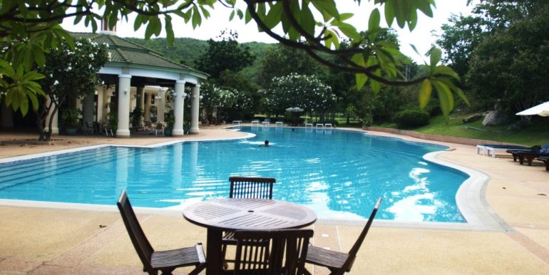 04 Sports Club pool