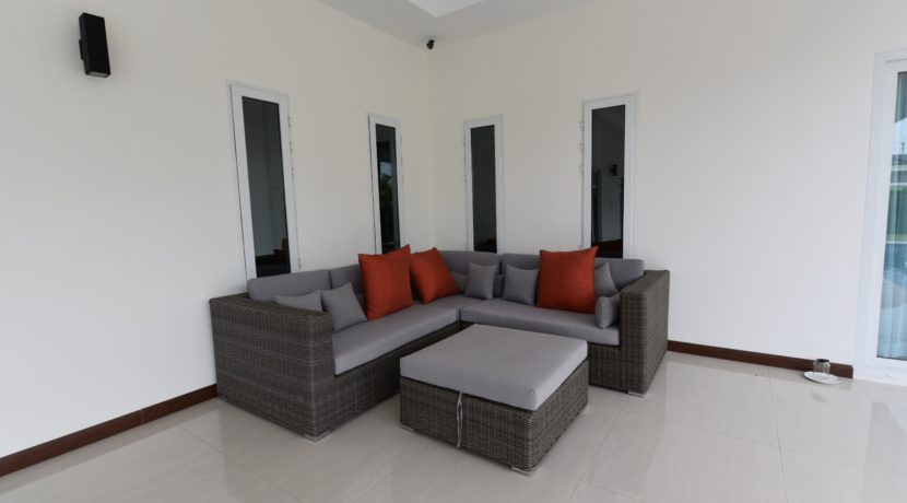 04 covered fully furnished patio