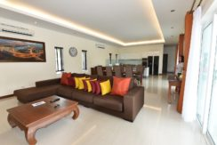 10 Spacious living dining room 3