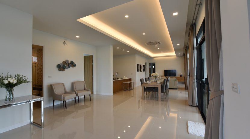 10 Spacious living dining room 7