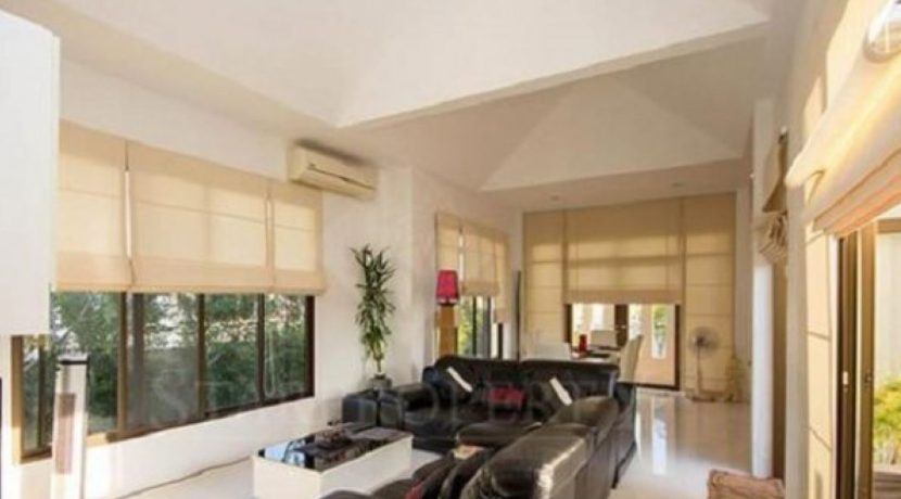 10 Spacious living dining room 8