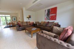 11 Tasteful furniture and decoration