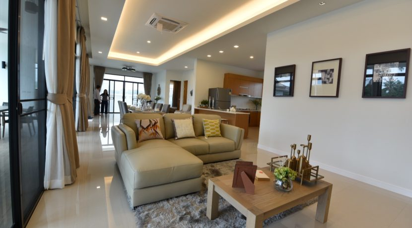 12 Spacious living dining room 1