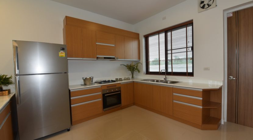 26 Fully fitted EU style kitchen 1