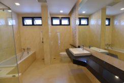 35 Ensuite master bathroom 7