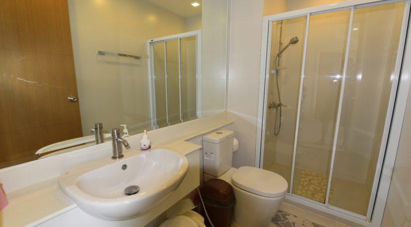 45 Bathroom2