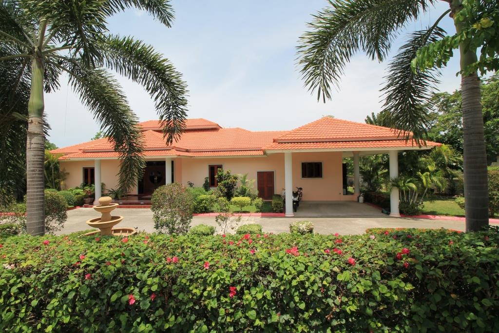 Luxury Pool Villa in Hua Hin at Palm Hills Golf Resort