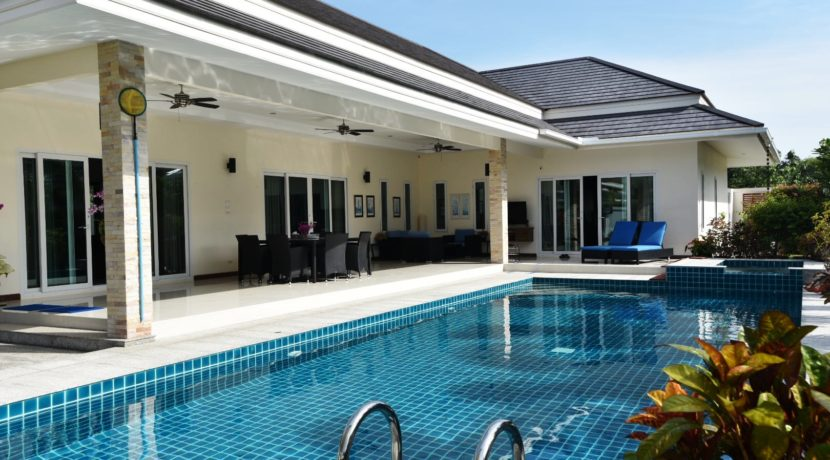02 5x12 meter swimming pool with hot water Jacuzzi