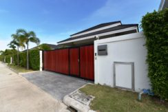 02 House fully walled and gated 1